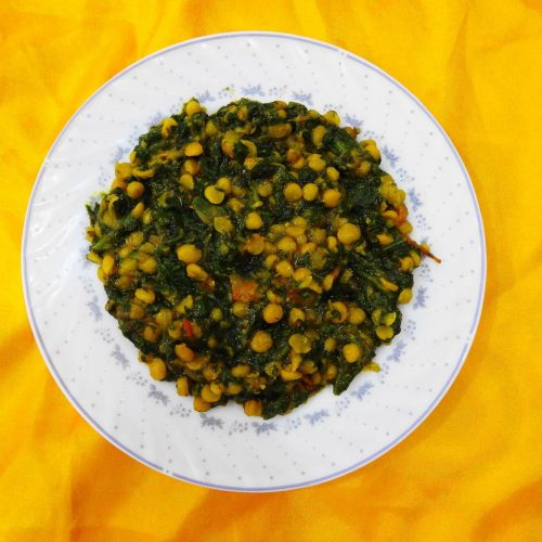 chickpeas and spinach stew in a bowl
